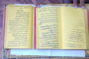 Mirror Imaged Shree Mad Bhagvad Gita Pen Wallpapers, Images, Photos